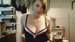 Teen Webcam Girl Playing With Her Pussy