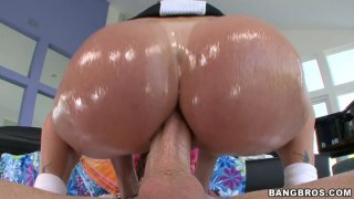 Tiffany Mynx jerks cock and sends it between her palatable buns